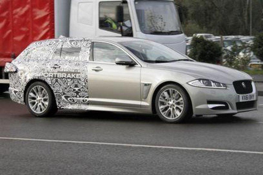 """Jaguar XF"" universalo prototipas"