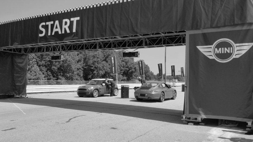 """Mini"" ir ""Porsche"" dvikova. Lenktynės!"