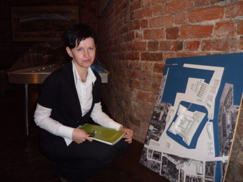 E.Petrauskienė atsargiai kalba apie tokios Klaipėdos pilies, kokia ji pavaizduota makete, atstatymą. Realiausia būtų pradžioje eksponuoti atkastus radinius po stiklinėmis pertvaromis.