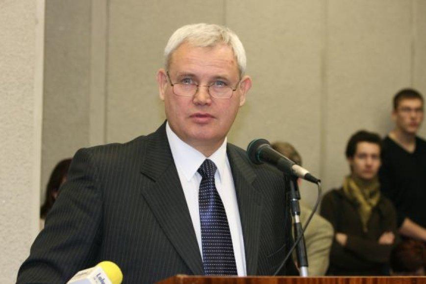 """Klaipėdos meru išrinktas """"džiazmenas"""" Vytautas Grubliauskas-Kongas."""