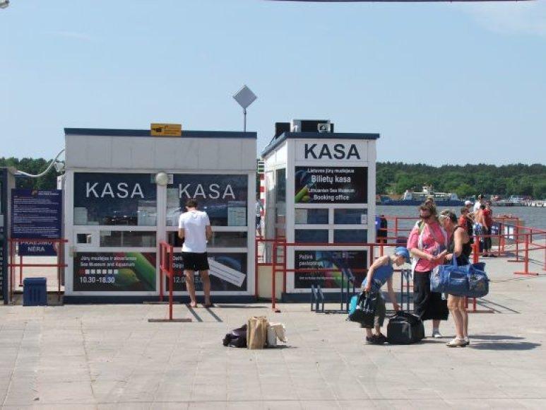 Antradienį nauja keltų švartavimosi vieta buvo paruošta darbui, strigo tik prekyba bilietais į Jūrų muziejų.