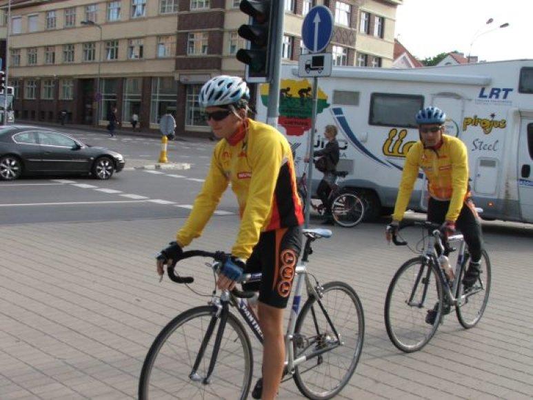 M.Puluikis ir R.Balandis Lietuvą dviračiais apvažiavo per 69 valandas.