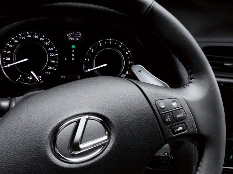 """Paryžiuje debiutavo stilingas """"Lexus IS250C"""""""