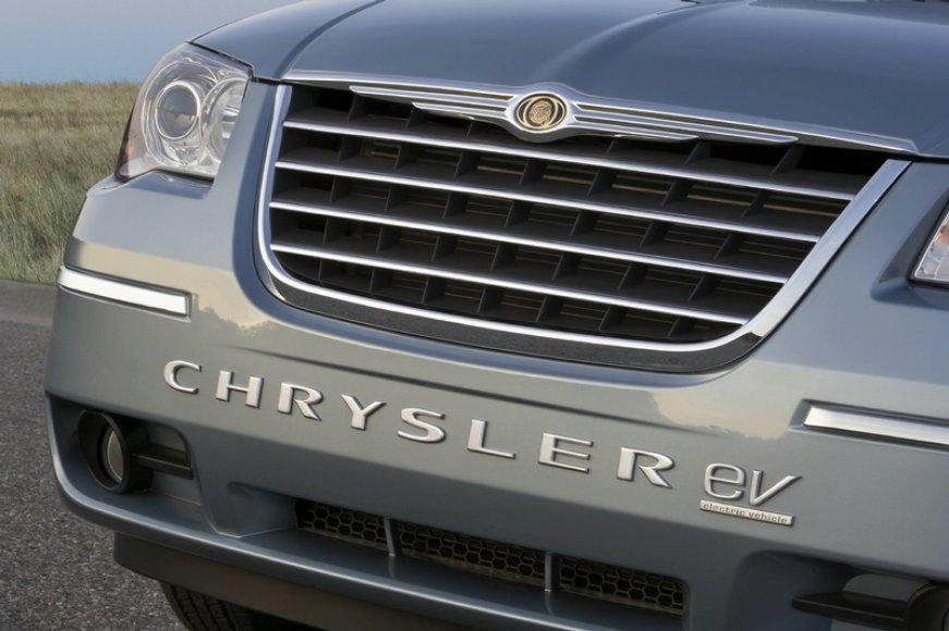"""""""Chrysler"""" pristatė tris elektra varomus automobilius"""