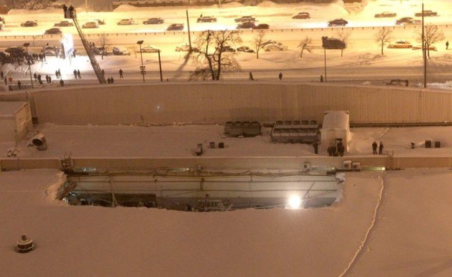 Įgriuvusi prekybos centro stogo dalis