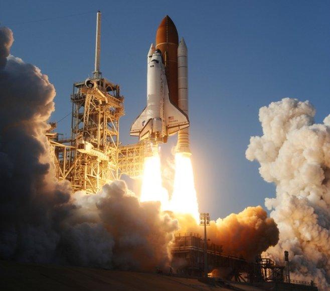 """""""Discovery"""" erdvėlaivio pakilimo akimirka."""