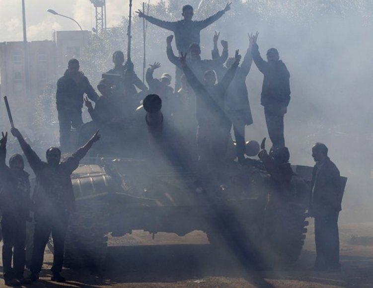Protestuotojai ant tanko