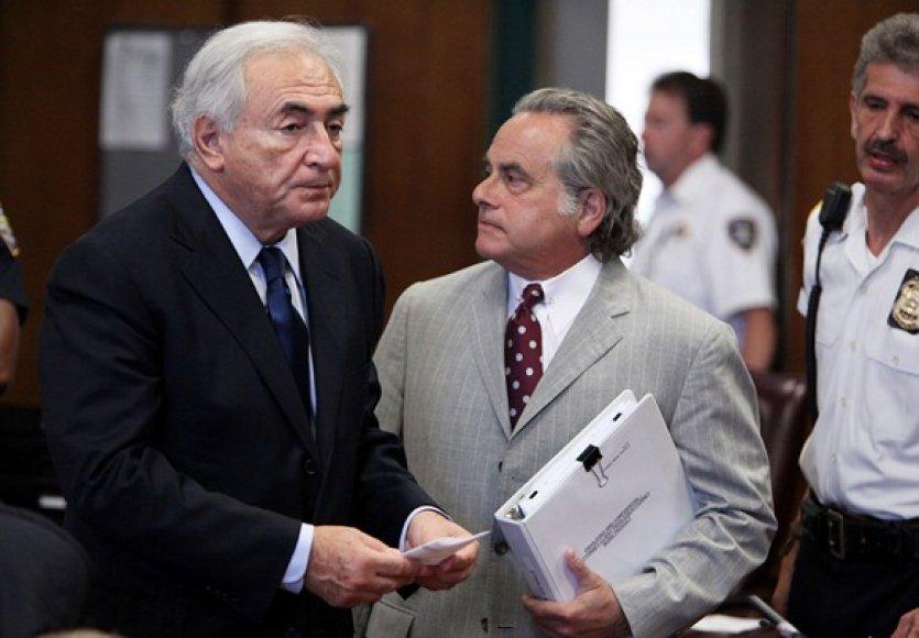 Dominique'as Straussas-Kahnas su savo advokatu Benjaminu Brafmanu