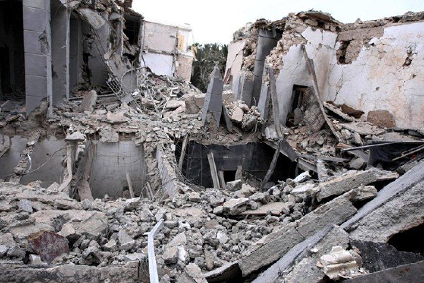 Sugriuvę kongresų rūmai Tripolyje