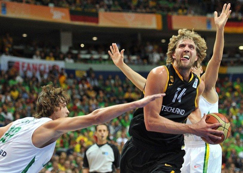 Simas Jasaitis (kairėje) ir Dirkas Nowitzki