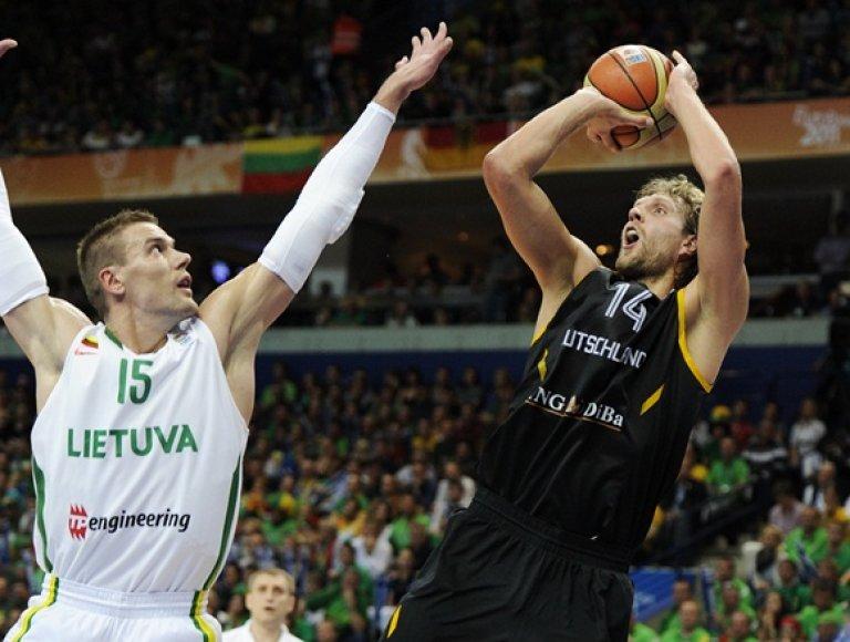 Robertas Javtokas ir Dirkas Nowitzki