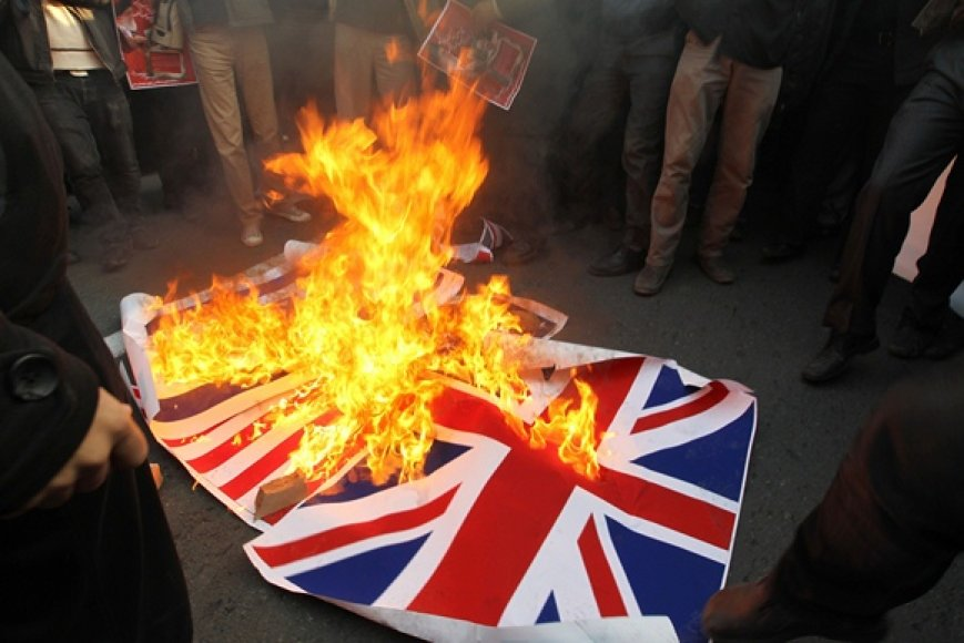 Deginamos Anglijos vėliavos