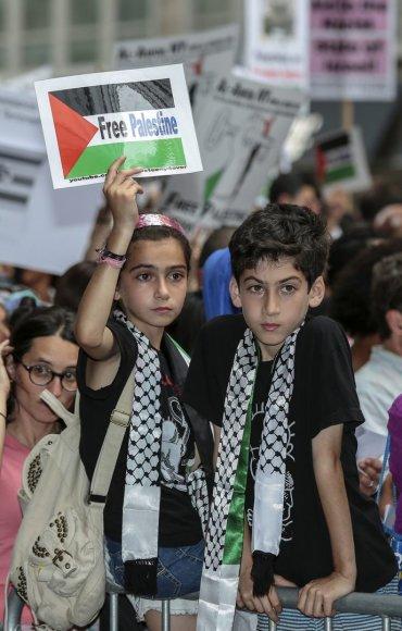 Niujorke protestas dėl Izraelio vykdomų oro atakų Gazos ruože