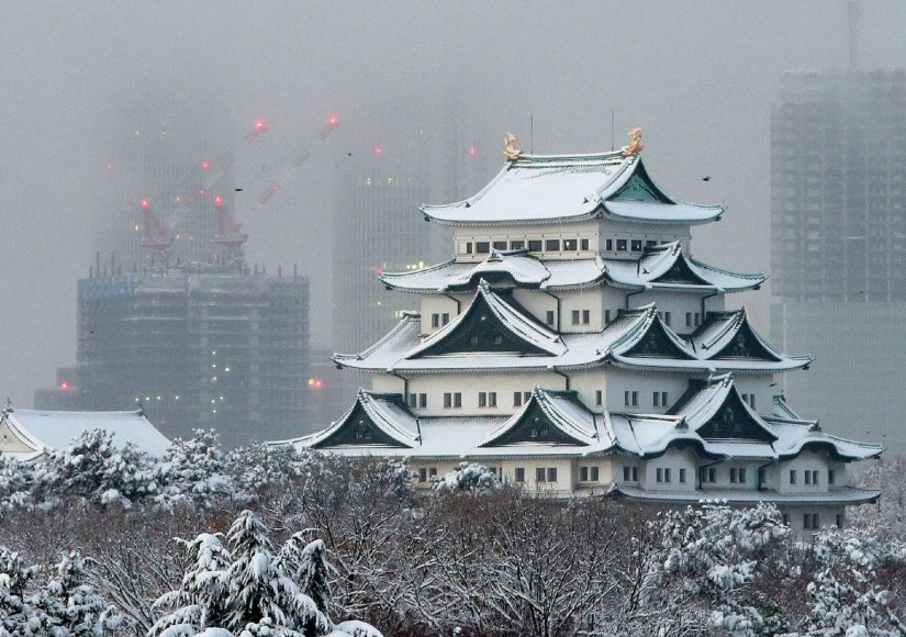 Japonijoje apsnigta šventykla