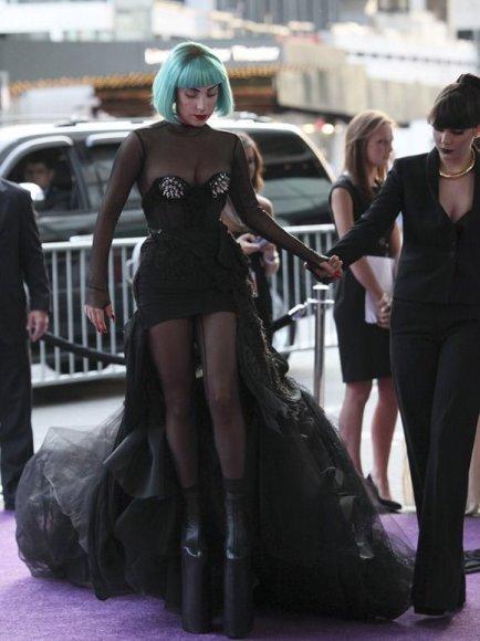 Lady Gaga su seserimi Natali Germanotta (dešinėje)