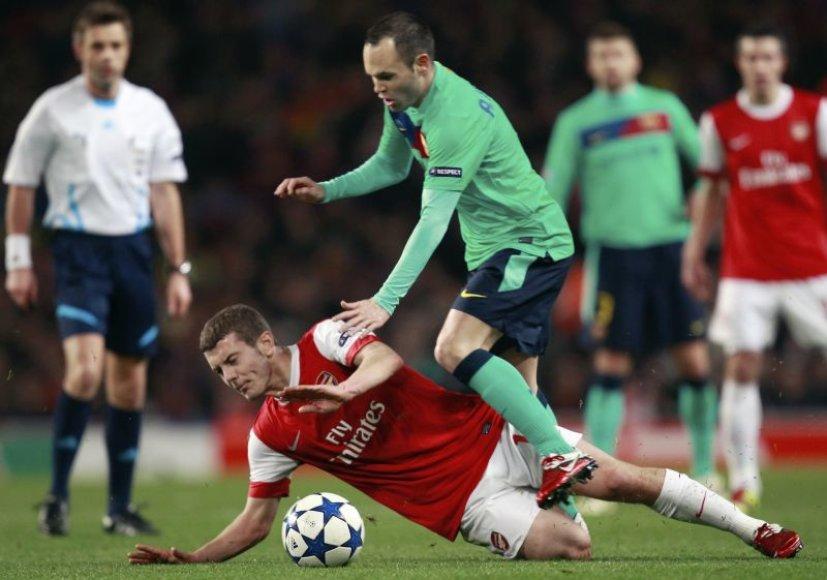 """""""Arsenal"""" treneris Arsene'as Wengeras yra patenkintas kaip sparčiai tobulėja Wilshere'as"""