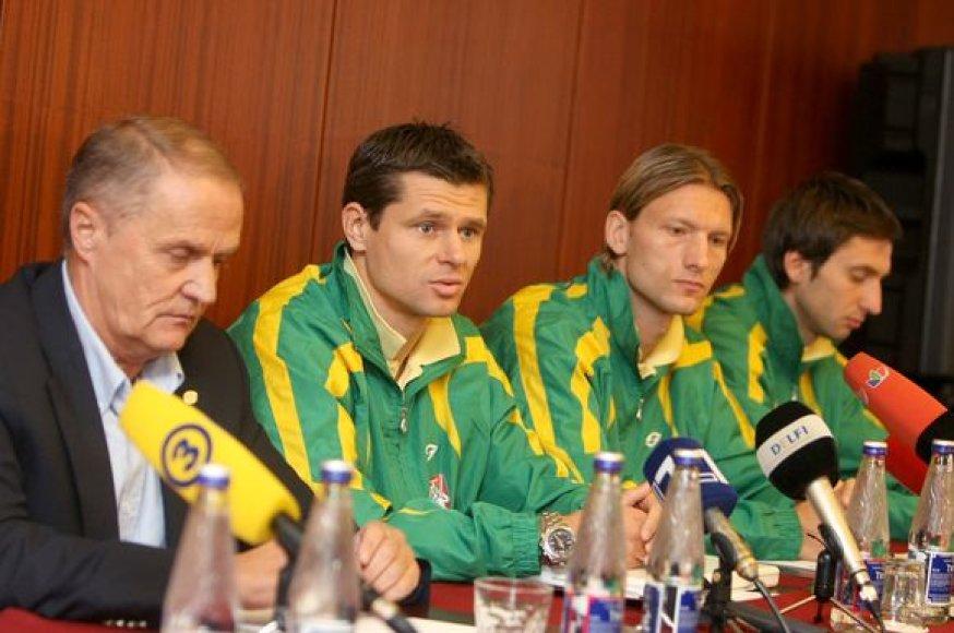 Julius Kvedaras (kairėje)