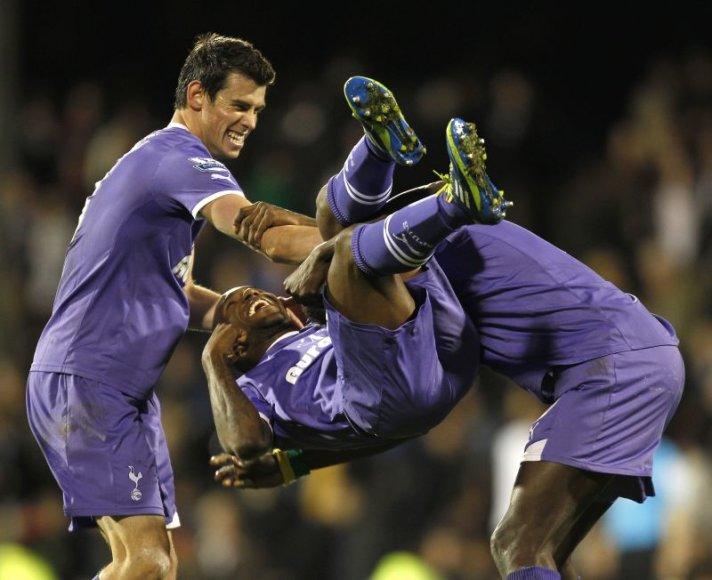 Londono futbolininkai švenčia įvartį