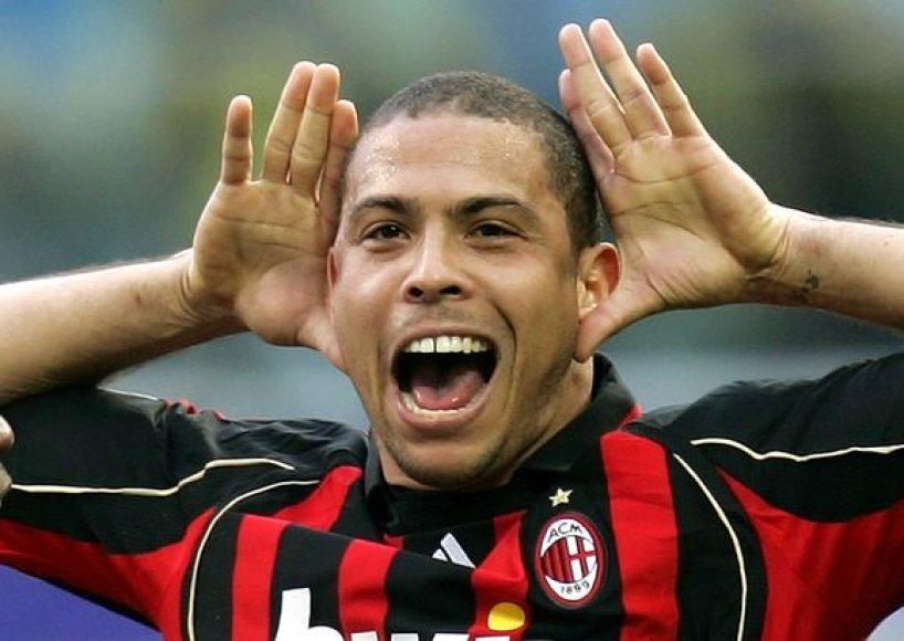 Karjerą baigė Brazilijos futbolo žvaigždė Ronaldo