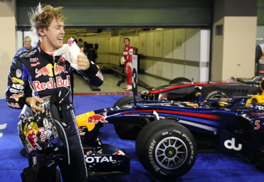 """S.Vettelis šiemet laimėjo,naudodamas """"Bridgestone"""" padangas"""
