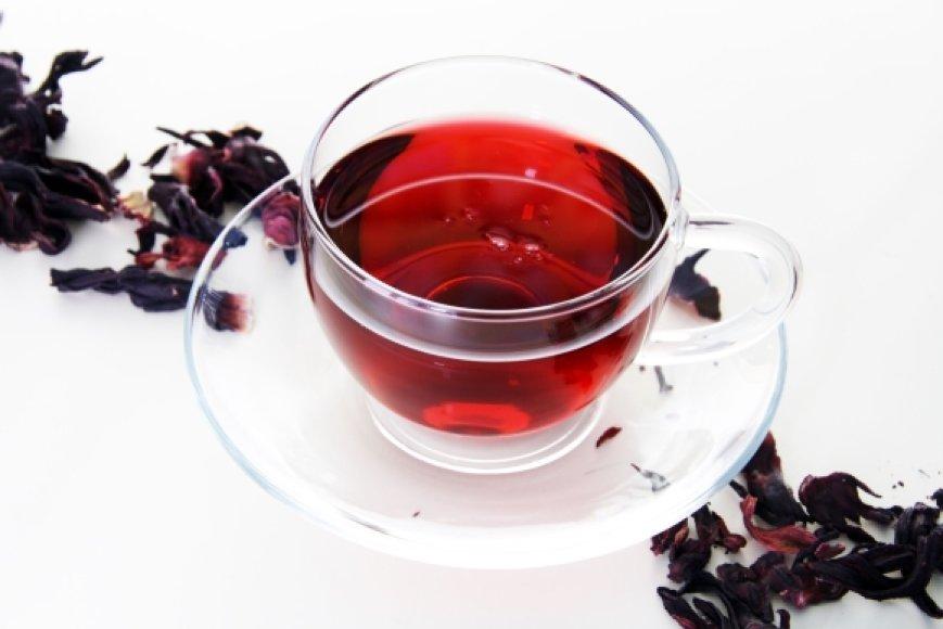 Jei ruošiatės atvėsinti arbatą ledukais, plikykite ją stipresnę, nes tirpdamas ledas šiek tiek atskies gėrimo skonį.