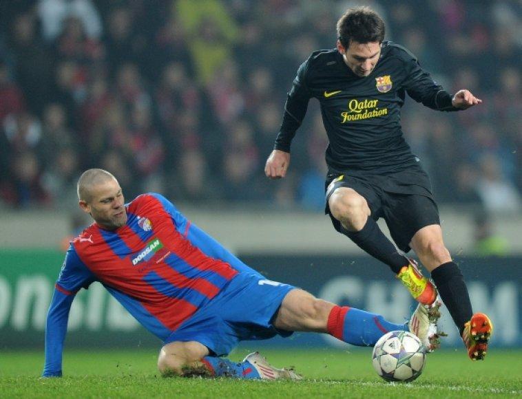 Davidas Bystronas stabdo Lionelį Messi