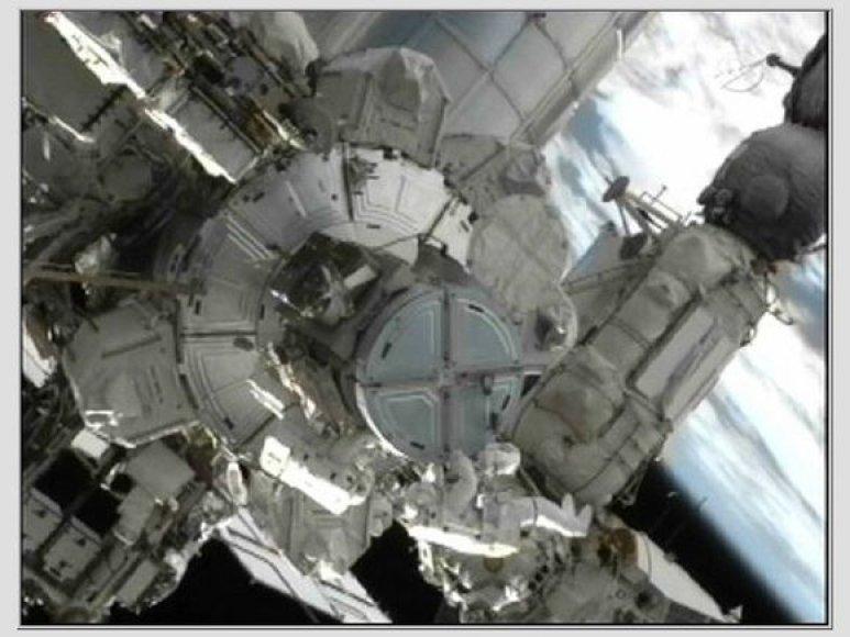 Amerikiečių astronautų pasivaikščiojimas po kosmosą