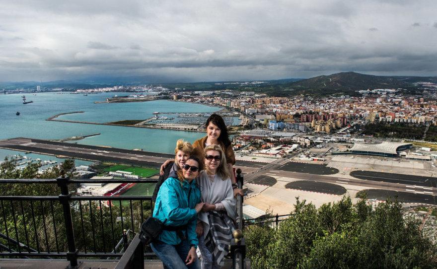 Asmeninio albumo nuotr./Jurga Anusauskienė ir Kristina Kaikarienė su draugėmis Gibraltare