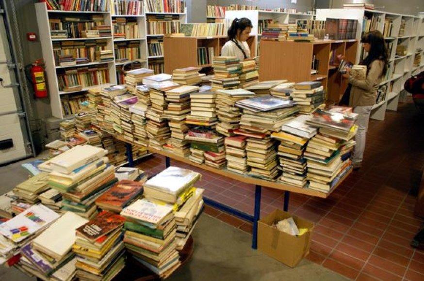 Knygų turguje daugėja prekių.