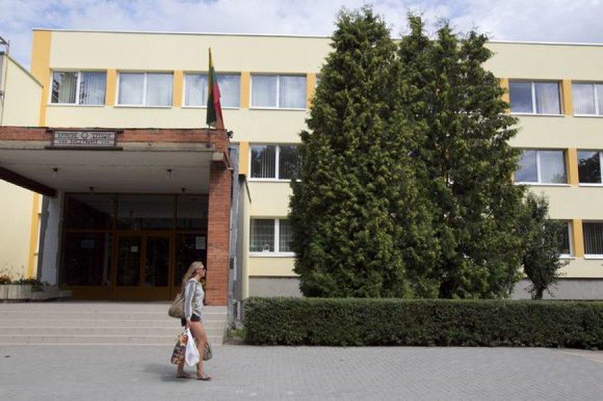 Remontuojamą gimnaziją apgadino chuliganai.