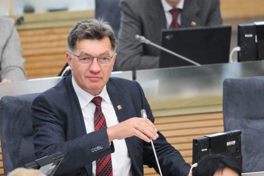 A.Butkevičius tikina, jog G.Labanausko iš partijos mesti neketina.