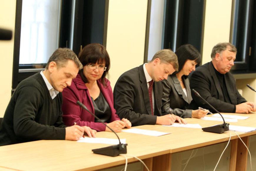 Penkių partijų atstovai  pasirašė naują valdančiąją Kauno koaliciją.