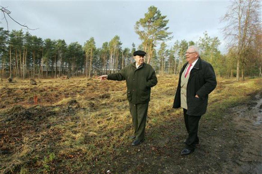 G.Žematis (d.) ir A.Brukas surado vietą senjorų parkui.