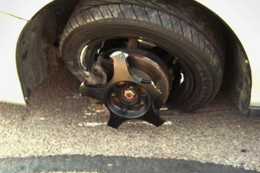 Nekaip pagamintas automobilio ratlankis