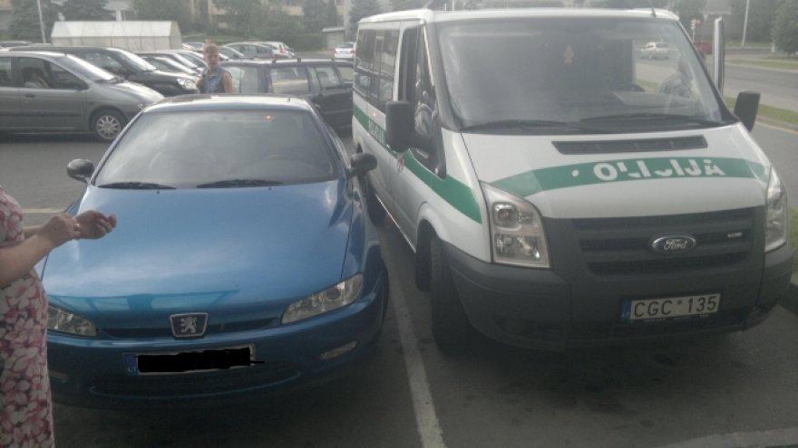 """Policijos mikroautobuso užstatytas """"Peugeot"""""""