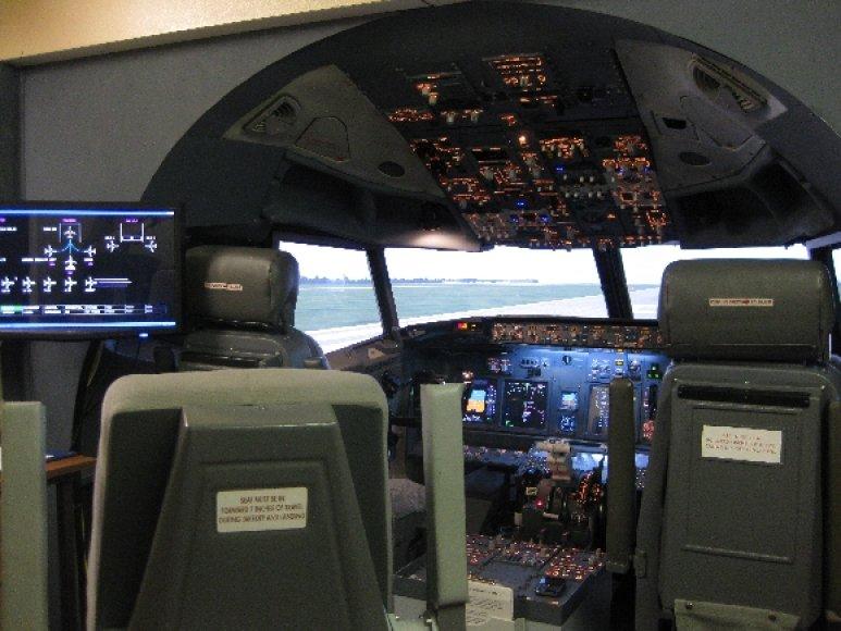 """""""Boeing 777"""" realaus skrydžio treniruoklis"""