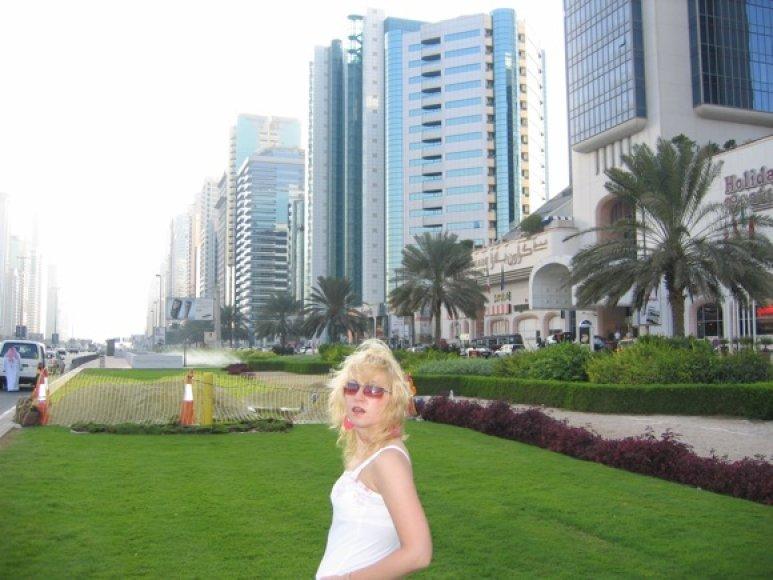Tarp Dubajaus dangoraižių
