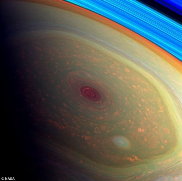 Unikalusis Saturno šešiakampis jau 30 metų niekur nesitraukia nuo šiaurinio planetos ašigalio.