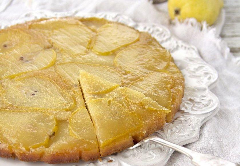 Apverstas kriaušių pyragas