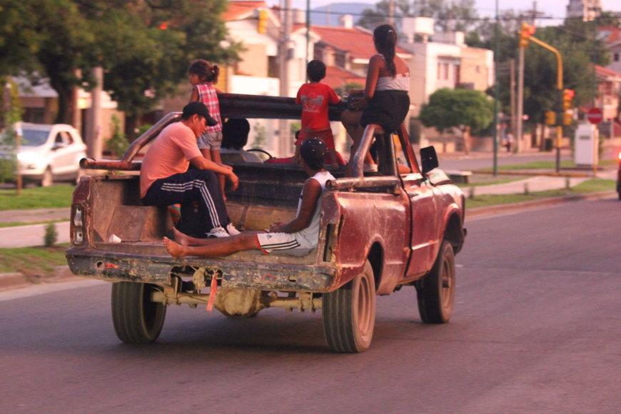 Tomo Markelevičiaus nuotr./Automobiliai Argentinos gatvėse