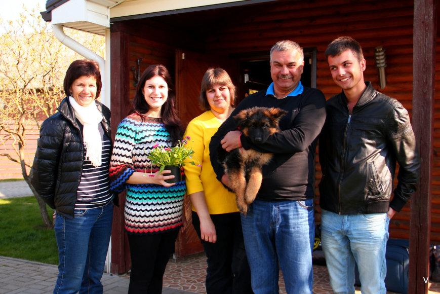 Projekto partnerio nuotr./Ūkininkas Juozas Krištopaitis su šeima
