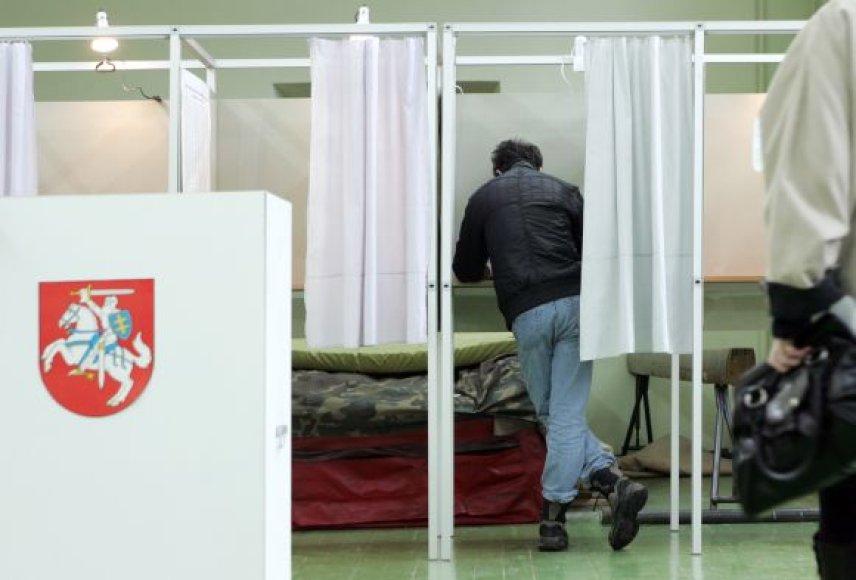 Piliečiai balsuoja