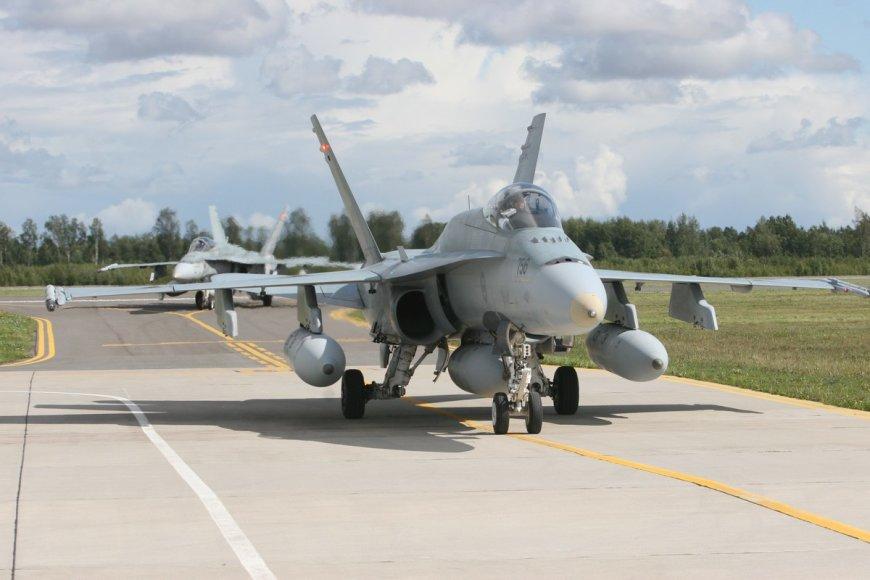 NATO oro policijos misija – Kanados naikintuvai F-18