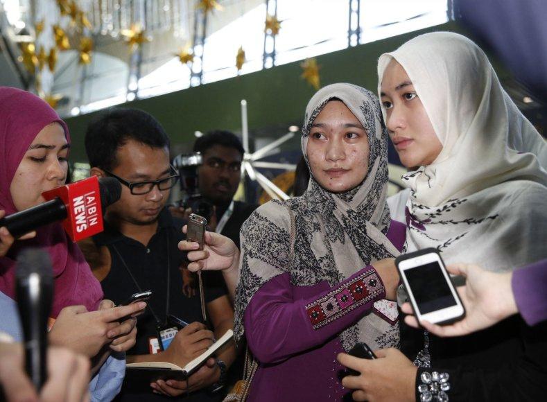 Žuvusio piloto Wano Amrano dukterėčios Abdul Rahman ir Jamila