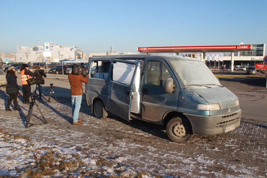 """Vilniuje, """"Lukoil"""" degalinėje sprogo mikroautobuse susikaupusios dujos"""