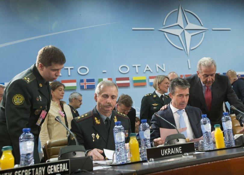 """NATO sutarė dėl """"parengties veiksmų plano"""", reaguodama į Rusijos keliamą grėsmę."""