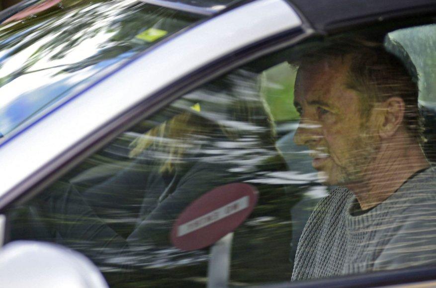 Philas Ruddas išvyksta iš teismo