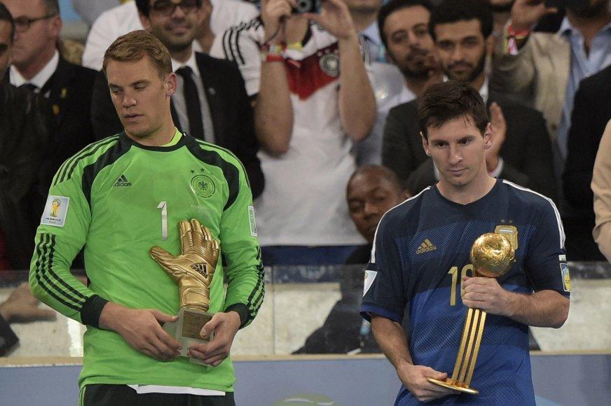 """Vokietijos vartininkas gavo """"Auksinės pirštinės"""" apdovanojimą, o Lionelis Messi """"Auksinio kamuolio"""" apdovanojimą"""