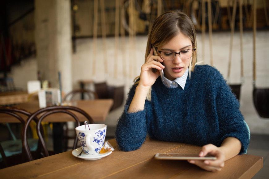 Kavinėje dirbanti mergina