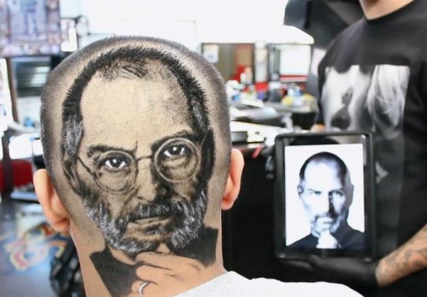 Steve'o Jobso portretas ant galvos